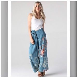 CUTE Boho Style Wide Leg Blue Floral Pants w/Tie